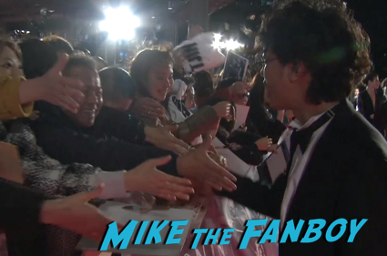 47 Ronin Japanese movie premiere keanu reeves signing autographs 18