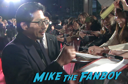 47 Ronin Japanese movie premiere keanu reeves signing autographs 19