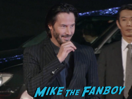 47 Ronin Japanese movie premiere keanu reeves signing autographs 8