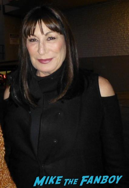 Anjelica Huston Signing Autographs meeting fans hot1