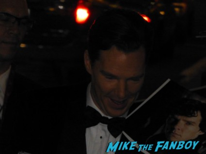 benedict cumberbatch signing autographs for fans rare the hobbit premiere