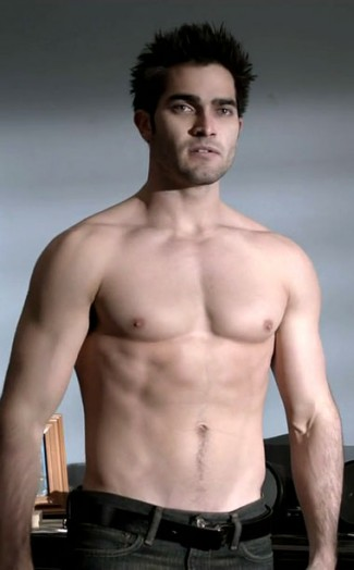 Tyler Hoechlin TEEN-WOLF-SHIRTLESS naked abs muscle flex armpit