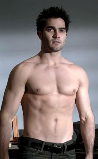 Tyler Hoechlin TEEN-WOLF-SHIRTLESS naked abs muscle flex armpit