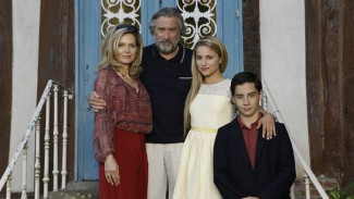 family13f-5-web michelle-pfeiffer-in-the-family-movie-6