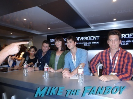 divergent autograph signing theo james hot5