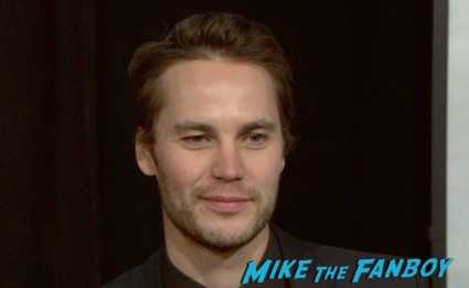 Taylor kitsch at the lone survivor ny world premiere red carpet mark wahlberg (1)