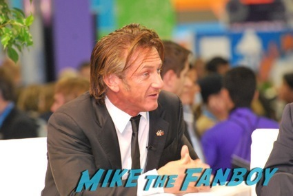 sean penn signing autographs dreamforce1