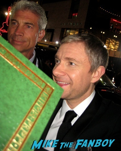 martin freeman signing autographs the hobbit desolation of smaug world premiere red carpet13