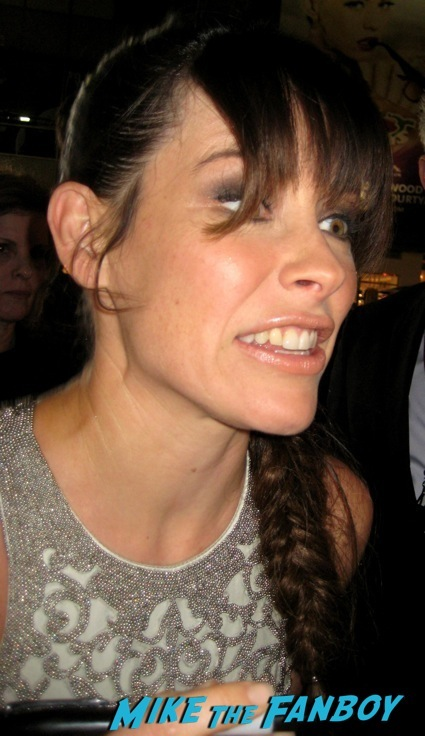 Evangeline Lilly signing autographs the hobbit desolation of smaug world premiere red carpet27