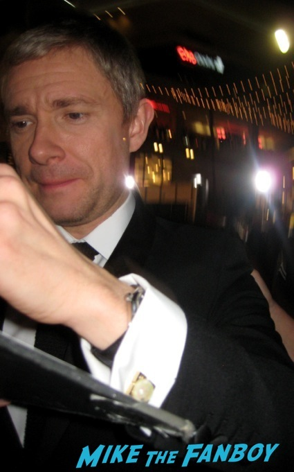 martin freeman signing autographs the hobbit desolation of smaug world premiere red carpet27