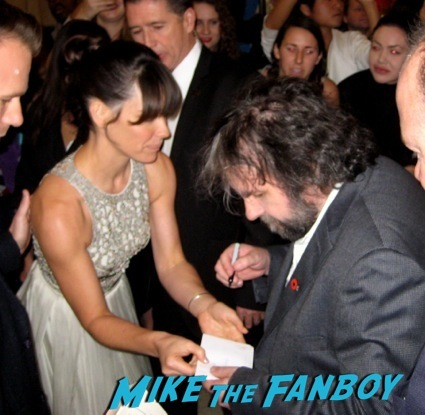 peter jackson signing autographs the hobbit desolation of smaug world premiere red carpet27