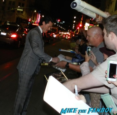 luke evans hot signing autographs the hobbit smaug movie premiere los angeles signing autographs 020