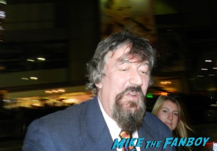 stephen fry signing autographs at the the hobbit smaug movie premiere los angeles signing autographs 027