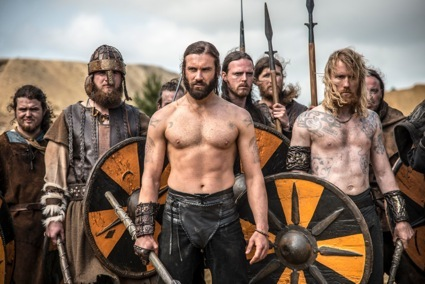 clive standen shirtless vikings season 2 sneak peak1