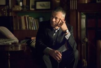 Lestrade (RUPERT GRAVES)