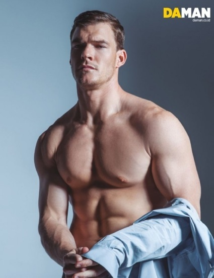 Alan Ritchson Da Man naked shirtless nude photo shoot abs armpit muscle1