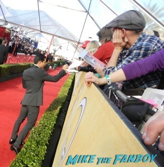 Celebrities Signing Autographs 2014 sag awards11