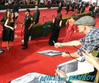 Celebrities Signing Autographs 2014 sag awards18