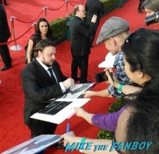 Celebrities Signing Autographs 2014 sag awards21