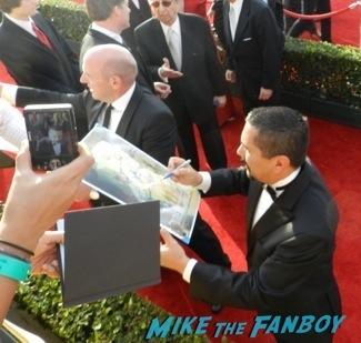 Celebrities Signing Autographs 2014 sag awards31