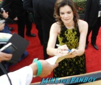 Celebrities Signing Autographs 2014 sag awards55