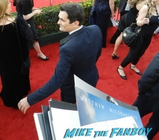 ty burrell Celebrities Signing Autographs 2014 sag awards58