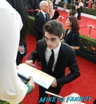Celebrities Signing Autographs 2014 sag awards69