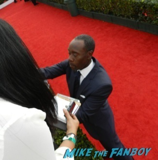 don cheadle Celebrities Signing Autographs 2014 sag awards72