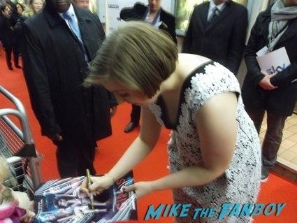 Girls UK Premiere lena dunham signing autographs allison williams4