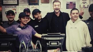justin timberlake at taco bell after people's choice awards