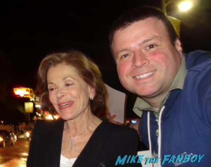 Jessica Walter signing autographs fan photo flop arrested development1