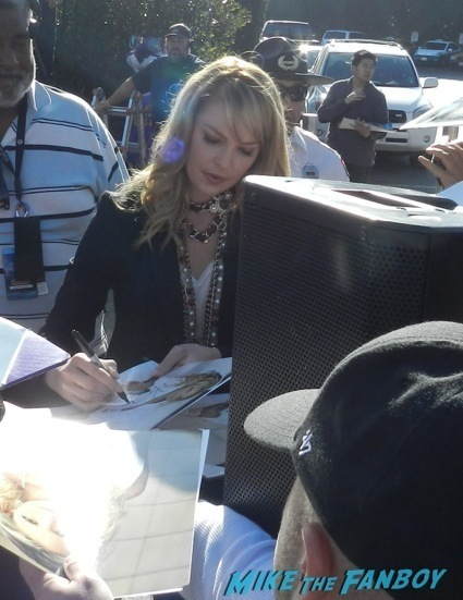 Katherine Heigl signing autographs extra universal nut job 7