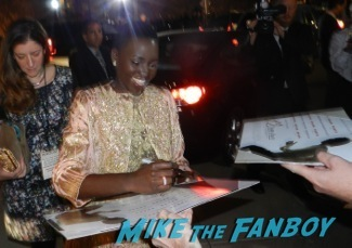 Lupita Nyong'o signing autographs at the Palm Springs International Film Festival 2014 signing autographs bono sandra bullock14