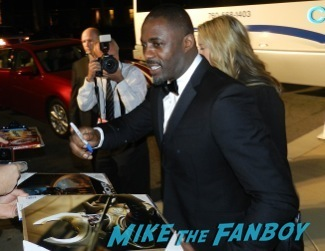 Idris Elba signing autographs at the Palm Springs International Film Festival 2014 signing autographs bono sandra bullock16