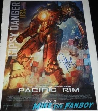 Idris Elba signing autographs at the Palm Springs International Film Festival 2014 signing autographs bono sandra bullock16