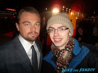 eonardo DiCaprio signing autographs The Wolf of wall street UK Premiere lio dicaprio signing autographs 1