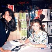 alyssa milano eva mendez fan photo 25 years ago