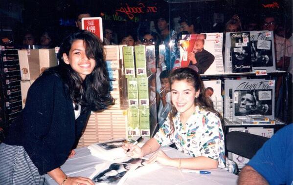 alyssa milano eva mendez fan photo 25 years ago