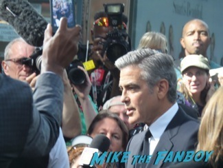 george-clooney-fan-photo-signing-autographs-gravity-premiere