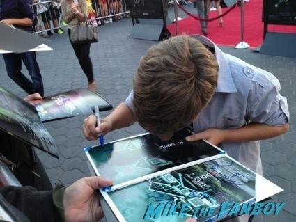 Garrett Ryan signing autographs insidious 2 movie premiere autograph signing 13