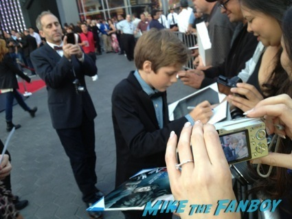 ty simpkins signing autographs insidious 2 movie premiere autograph signing 14