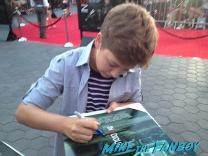Garrett Ryan signing autographs insidious 2 movie premiere autograph signing 13
