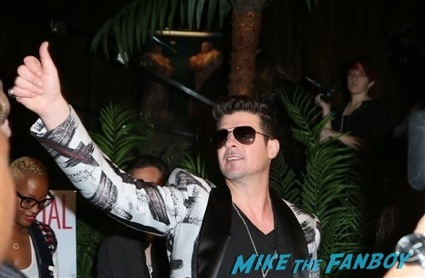 Robin Thicke fan photo robin thicke rare signing autographs 1