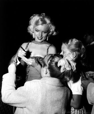 marilyn monroe signing autographs for fans vintage hot