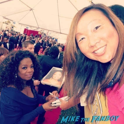 oprah winfrey signing autographs for fans sag awards3