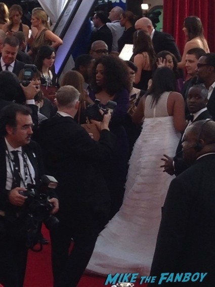 oprah winfrey signing autographs for fans sag awards4