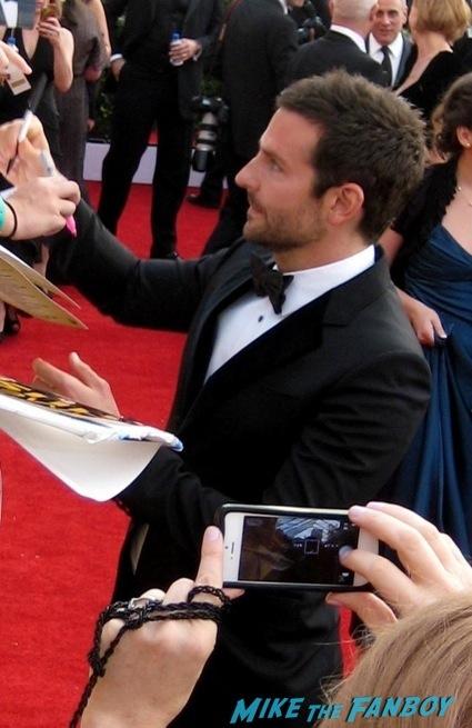 bradley cooper signing autographs sag awards 2014 bleacher fan photos oprah aaron paul 87
