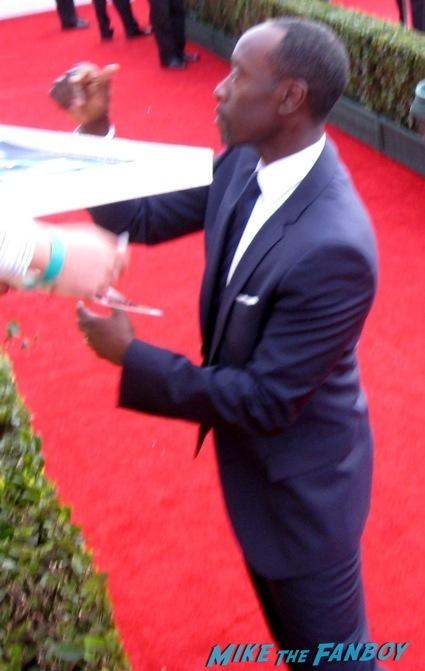 Don Cheadle signing autographs sag awards 2014 bleacher fan photos oprah aaron paul 87