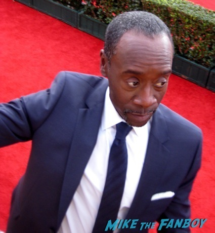 Don Cheadle signing autographs sag awards 2014 bleacher fan photos oprah aaron paul 87
