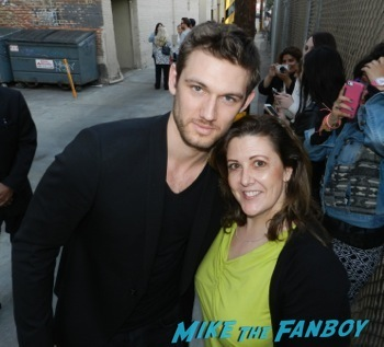 Alex Pettyfer signing autographs jimmy kimmel live 2014 endless love2